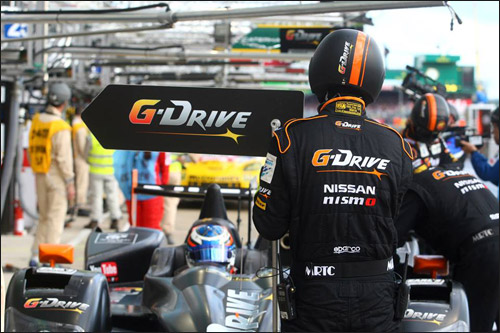 Машина команды G-Drive Racing на пит-стопе
