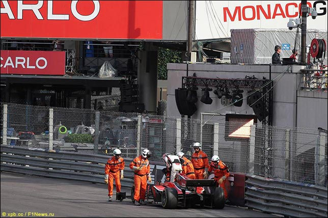 Эвакуация машины Джорджа Расселла в Монако