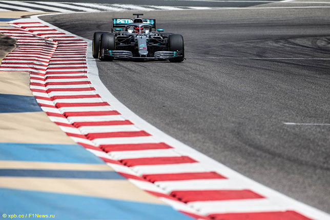 Джордж Расселл за рулём Mercedes W10 на тестах в Бахрейне