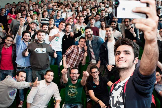 Карлос Сайнс на встрече со студентами