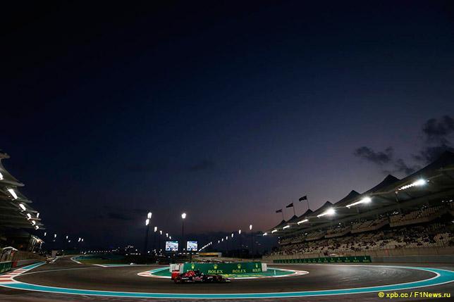 Карлос Сайнс в 7-м повороте трассы в Абу-Даби