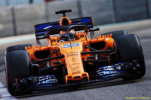 Карлось Сайнс за рулём McLaren на тестах Pirelli в Абу-Даби