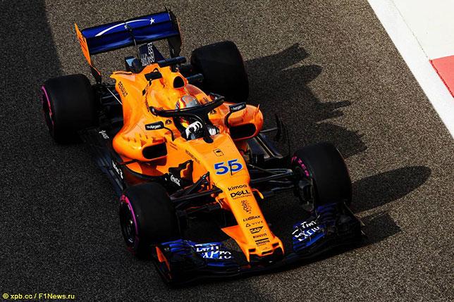 Карлос Сайнс за рулём McLaren на тестах в Абу-Даби