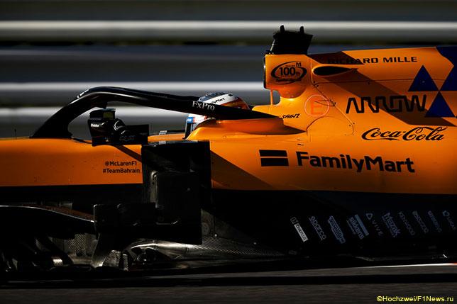 Карлос Сайнс за рулём McLaren MCL34 на трассе Гран При Японии