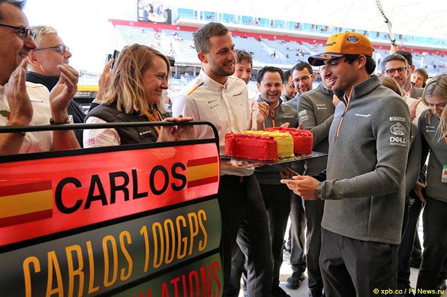 Команда McLaren поздравляет Карлоса Сайнса с 100 Гран При
