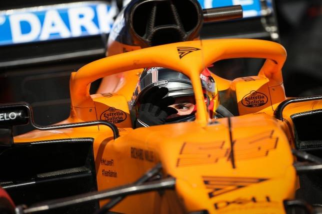 Карлос Сайнс за рулём McLaren на тестах в Барселоне
