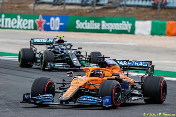 Карлос Сайнс лидирует в гонке