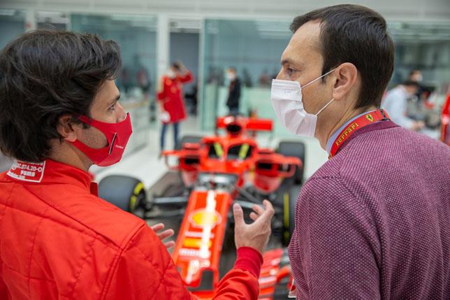Карлос Сайнс и Риккардо Адами, бывший гоночный инженер Себастьяна Феттеля