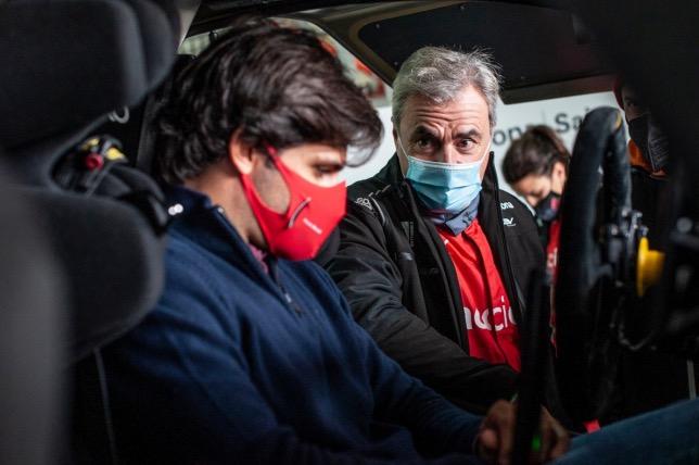 Отец и сын Сайнсы на тестах Extreme E в Арагоне, фото из Twitter Карлоса Сайнса-старшего