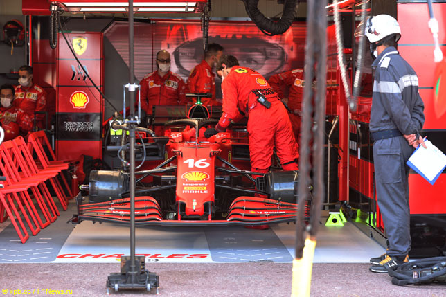 Команда работает с машиной Леклера