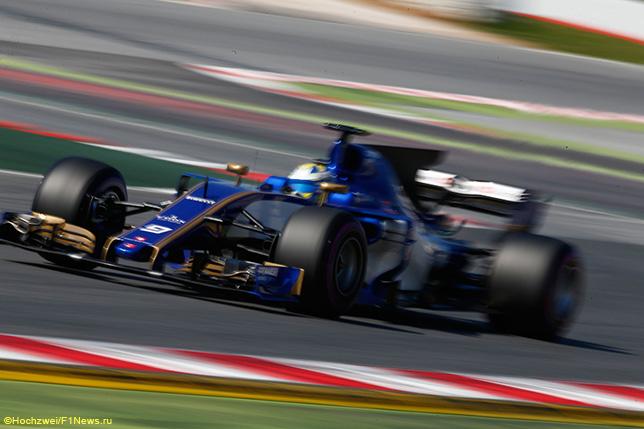 Маркус Эриксон на тестах в Барселоне за рулём Sauber C36