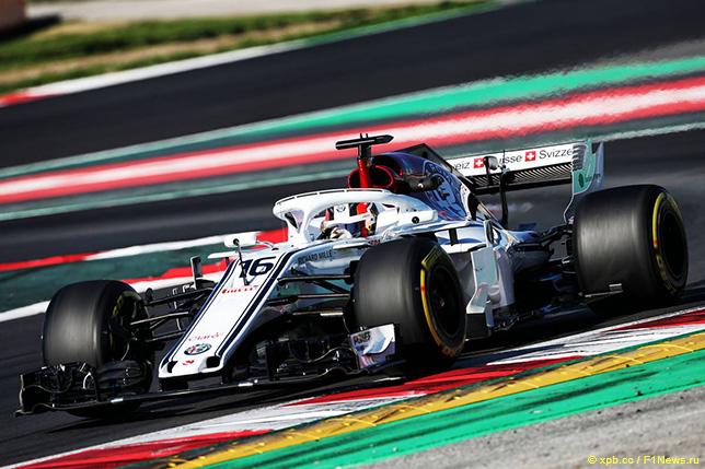 Шарль Леклер за рулём Sauber C37 на тестах в Барселоне