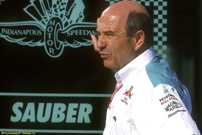 Петер Заубер на Гран При США 2001 года, когда за его команду выступал Кими Райкконен