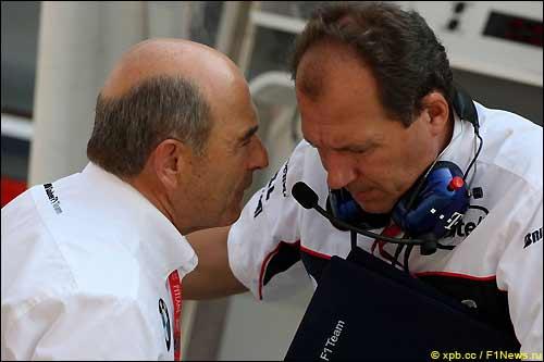 Петер Заубер (слева) и технический директор BMW Sauber Вилли Рампф