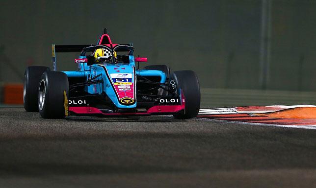Ирина Сидоркова за рулём машины Ф3 команды Evans GP
