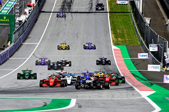 Момент старта первой гонки W Series в Австрии, фото пресс-службы серии