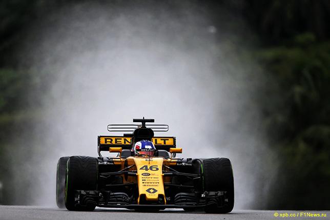 Сергей Сироткин за рулём Renault на трассе в Сепанге