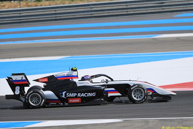 Ф3: Александр Смоляр выиграл первую гонку во Франции