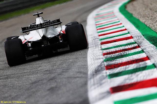 Машина Романа Грожана на Гран При Италии