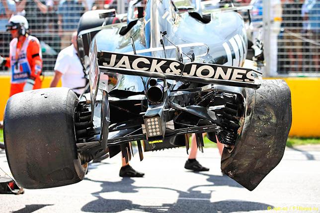 Машина Кевина Магнуссена после аварии в квалификации