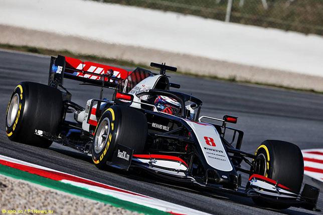Роман Грожан на трассе в Барселоне за рулём Haas VF-20