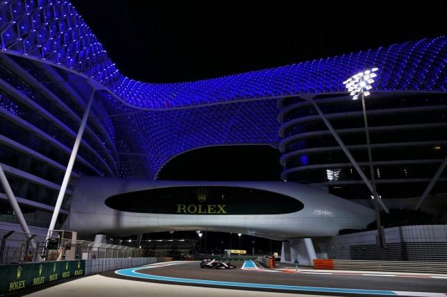 Пьетро Фиттипальди на трассе в Абу-Даби, фото XPB