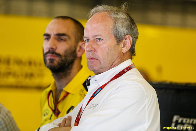 Жером Столл (справа) и Сирил Абитебул, управляющий директор Renault Sport