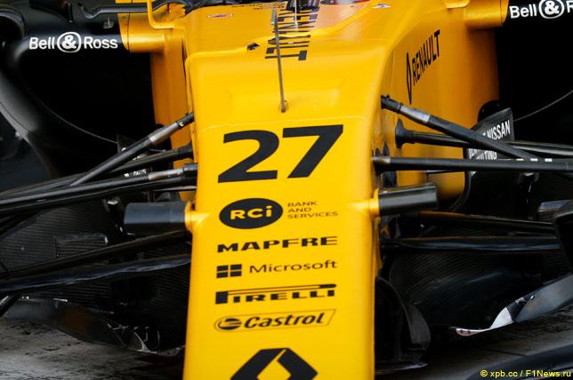 Спонсорские логотипы на носовом обтекателе Renault