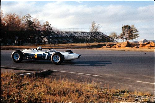 Джон Сёртиз за рулём Ferrari