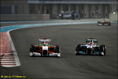 Борьба Адриана Сутила с Михаэлем Шумахером на трассе Гран При Абу-Даби