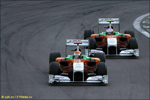 Пилоты Force India на трассе Гран При Бразилии