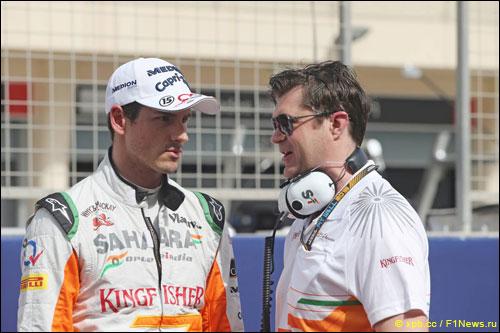 Адриан Сутил с гоночным инженером Брэдли Джойсем