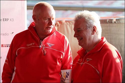 Пэт Симондс (справа) и Джон Бут, руководитель команды Marussia