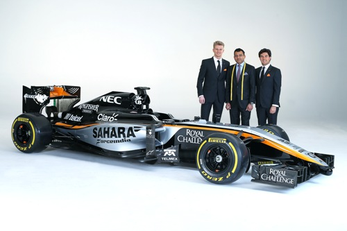 Гонщики Force India с управляющим директором Apsley Tailors Аршадом Махмудом