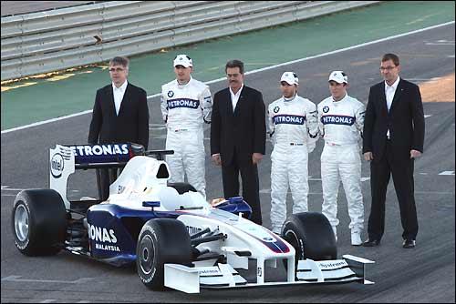 Вальтер Ридль, Роберт Кубица, Марио Тайссен, Ник Хайдфельд, Кристиан Клин и Маркус Дюсман на презентации F1.09