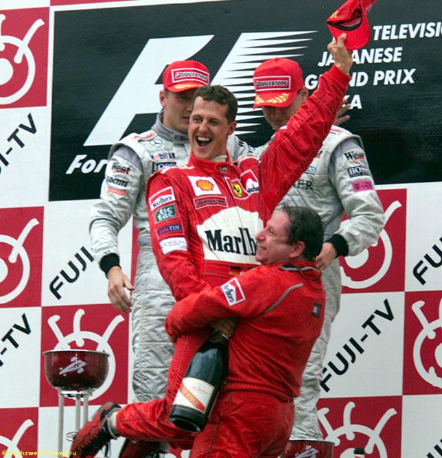 Михаэль Шумахер и Жан Тодт на подиуме Гран При Японии в Сузуке, 2000 год