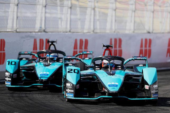 Гонщики Jaguar Racing Сэм Бёрд и Митч Эванс. Фото: пресс-служба FIA