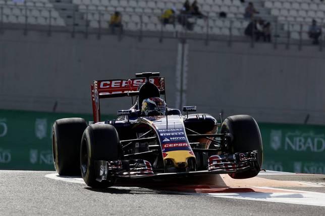 Макс Ферстаппен за рулём Toro Rosso STR10  на тренировке в Абу-Даби
