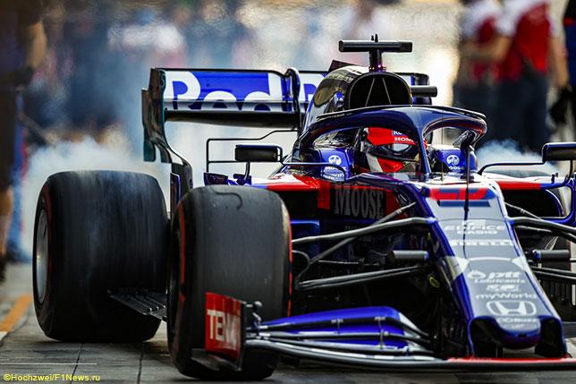 Уже не первый год логотипы Casio Edifice украшают машины команды Toro Rosso