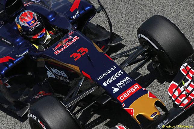 Логотипы спонсоров на машине Макса Ферстаппена
