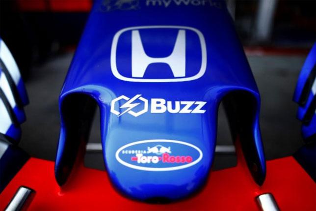 Логотип Buzz Asset Management на носовом обтекателе Toro Rosso