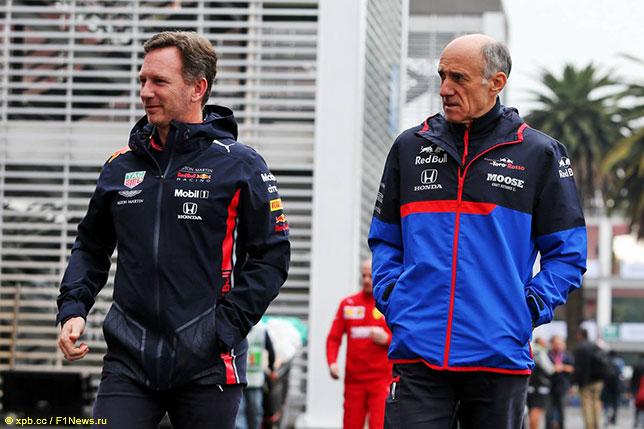 Франц Тост (справа) и Кристиан Хорнер, руководитель Red Bull Racing