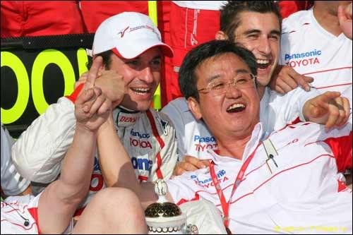 Toyota празднует подиум Тимо Глока