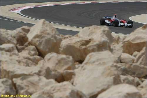 Ярно Трулли на тренировках накануне Гран При Бахрейна, 2008 г.