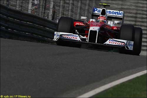 Тимо Глок за рулем TF109 на трассе в Шанхае