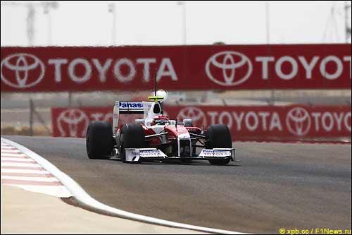 Тимо Глок за рулем TF109 на тестах в Бахрейне