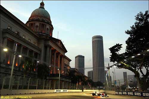 Тимо Глок на трассе в Сингапуре