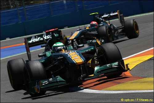 Пилоты Team Lotus на трассе Гран При Европы