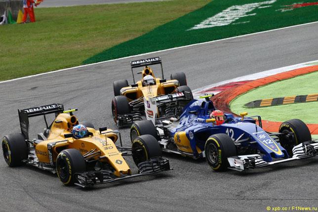 Борьба гонщиков Renault с Фелипе Насром