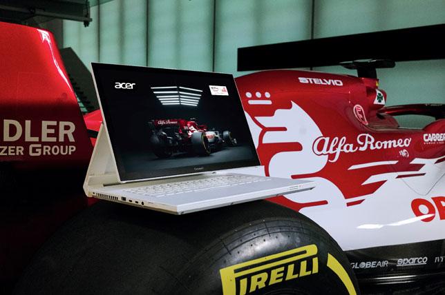 Ноутбук Acer на машине Alfa Romeo